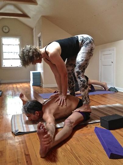 Suzanne giving Dan a super assist.